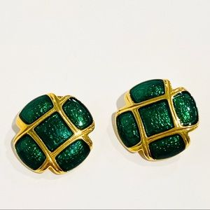Vintage Emerald Green & Gold Tone Tufted Cushion Clip-On Earrings